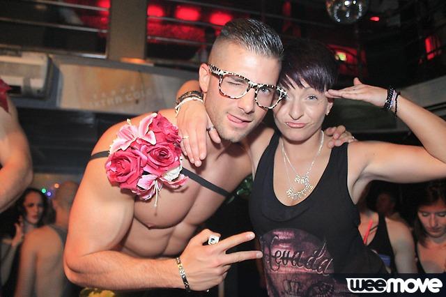 Adriano stripteaseur et une lesbienne pas convaincu des son orientation sur le moment ^^