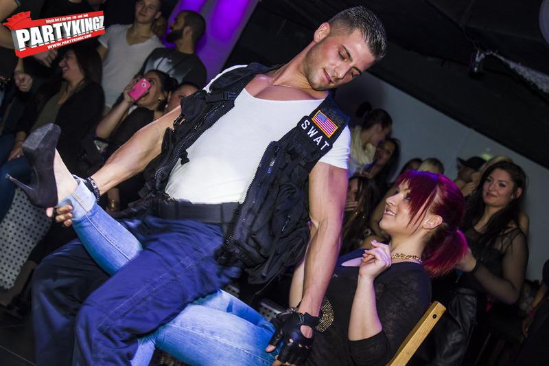 Adriano stripteaser Alsace